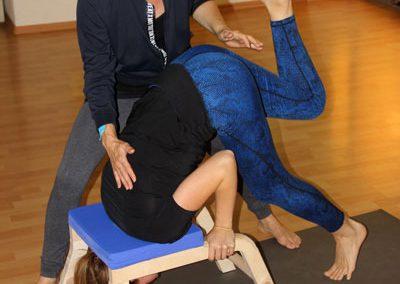 Kopfstandvorbereitung Yogahocker